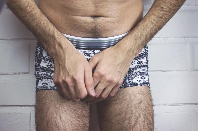 egy férfinak két pénise van