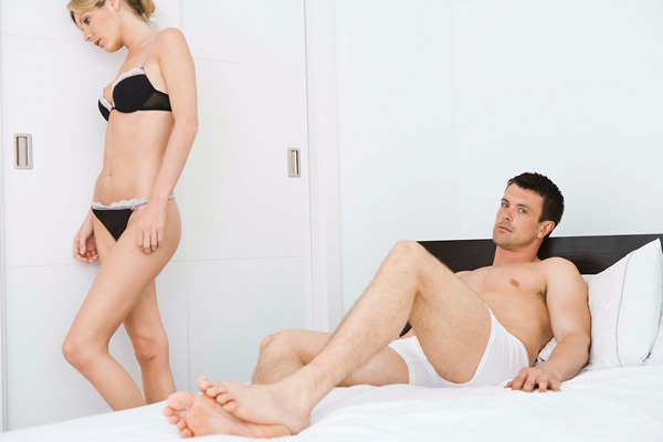 erekció csak fantáziával éjszaka merevedés van, nappal nem